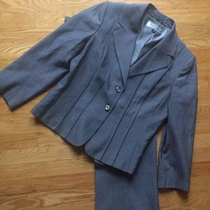 Tahari pants suit